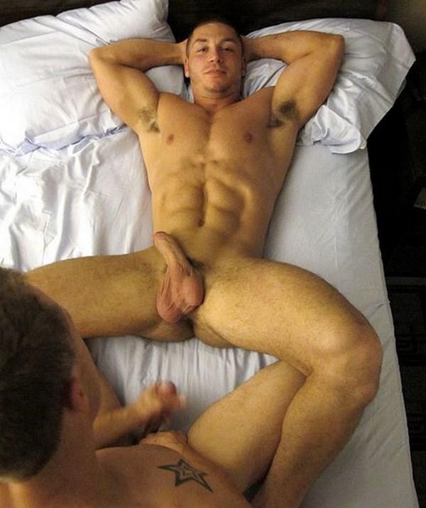 Annonce coquine d'un homo musclé aux abdos secs