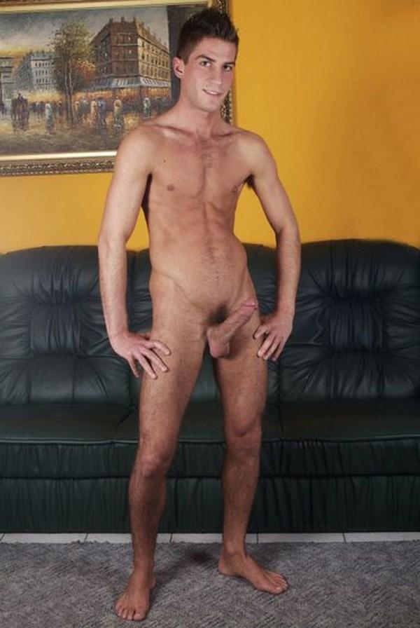 Webcam porno d'un homme mince mais musclé